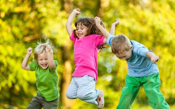 nenes-jugando-sonriendo1